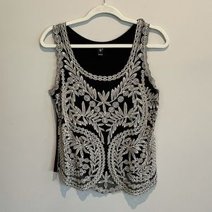 💜 Black Tank with white embroidered lace - Medium